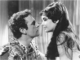 Richard Burton y Elizabeth Taylor en el rodaje de Cleopatra.